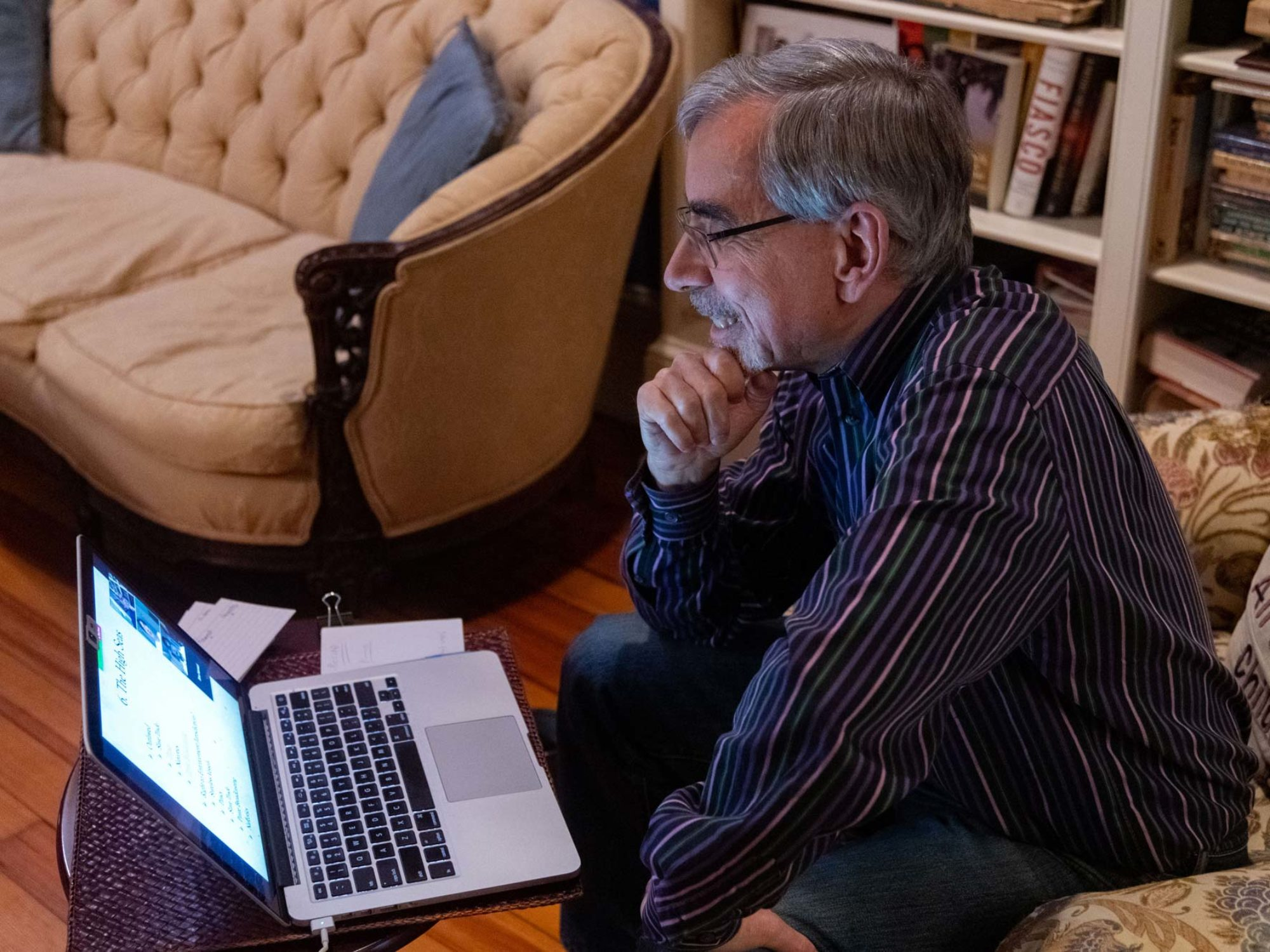 Georgetown professor, Tony Arend, teaches his government class from his home